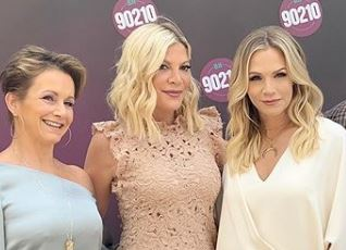 Beverly Hills: Ντόνα, Άντρεα και Κέλι ποζάρουν με μαγιό, 29 χρόνια μετά   tanea.gr