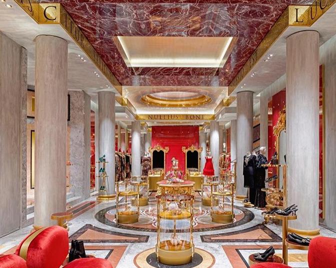 Κατάστημα γνωστού οίκου μόδας συνώνυμο της μπαρόκ μεγαλοπρέπειας | tanea.gr
