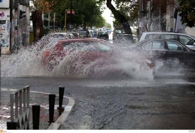 Συνεχίζονται οι καταιγίδες: 10.000 κεραυνοί μέσα σε 12 ώρες – Ποιες περιοχές θα πλήξουν   tanea.gr
