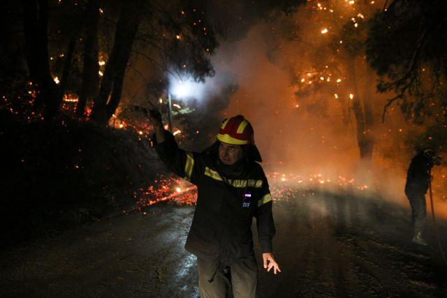 Μεγάλη πυρκαγιά στην Κάρυστο όπου πνέουν ισχυρότατοι άνεμοι | tanea.gr