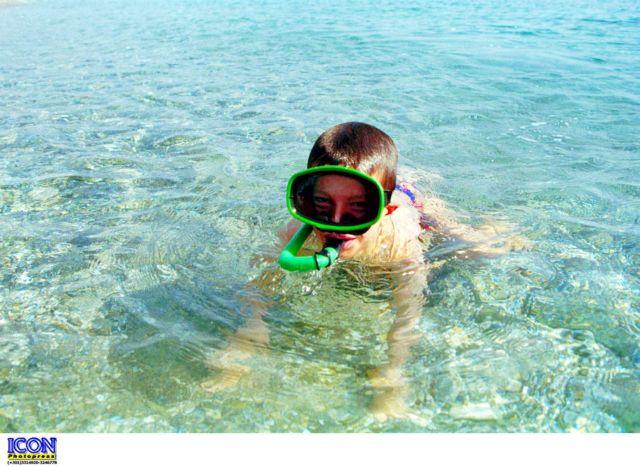 Πώς θα διαλέξεις τη σωστή μάσκα θαλάσσης για το παιδί σου | tanea.gr