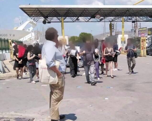 Τραμπούκοι επιτέθηκαν στην υποψήφια βουλευτή Χριστίνα Τσιλιγκίρη και στους συνεργάτες της | tanea.gr