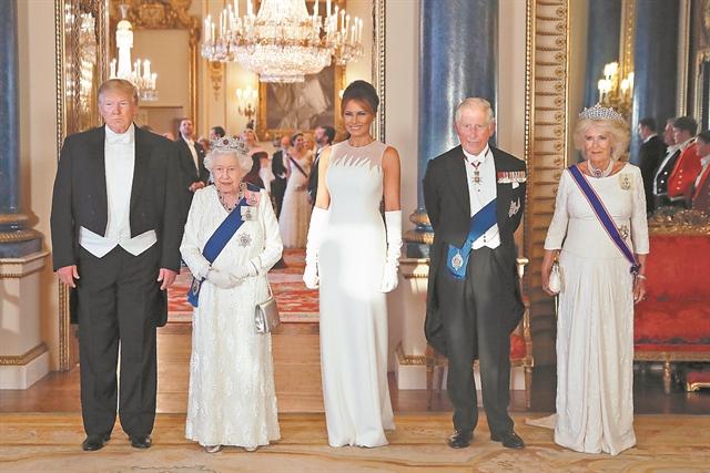 Το λευκό φόρεμα των πρώτων κυριών… | tanea.gr