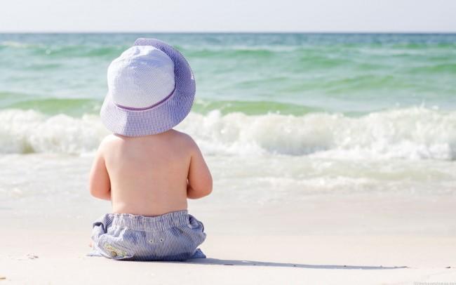Πώς το μωρό σας θα απολαύσει την πρώτη του... βουτιά | tanea.gr