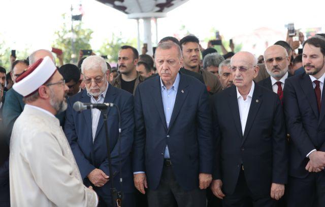 O Ερντογάν κατηγορεί την κυβέρνηση της Αιγύπτου για τον θάνατο του Μόρσι | tanea.gr