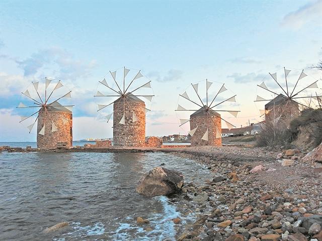Οι θαλαμηγοί των Τούρκων περνούν στη Χίο | tanea.gr