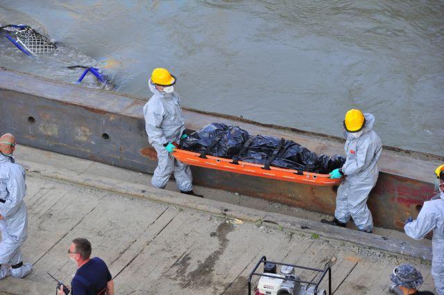 Ουγγαρία: Τέσσερα ακόμη πτώματα εντοπίστηκαν στο πλοίο που βυθίστηκε στον Δούναβη   tanea.gr