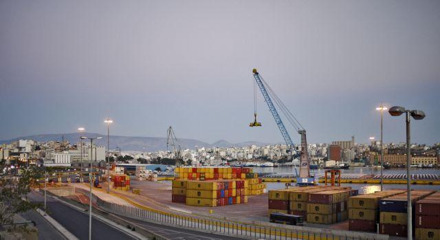 Πρόσφυγες βρέθηκαν κρυμμένοι σε κοντέινερ στον Πειραιά | tanea.gr