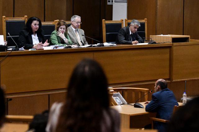 Διεκόπη η δίκη της ΧΑ - Κατέρρευσε ο κατηγορούμενος Γ. Πατέλης   tanea.gr