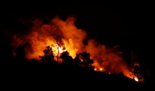 Ισπανία: Ανεξέλεγκτη πυρκαγιά στην Καταλονία | tanea.gr