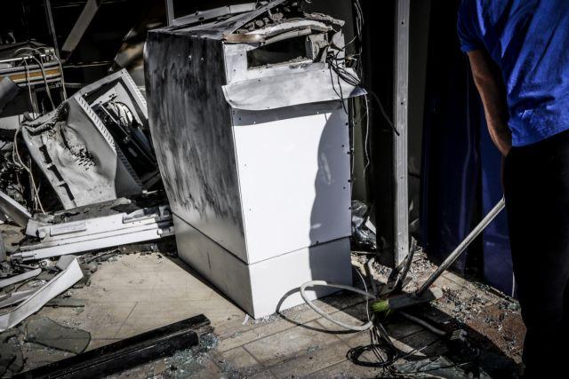 Ανατίναξαν ΑΤΜ στη Γλυφάδα – Αρπαξαν κασετίνες με χρήματα | tanea.gr