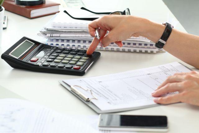 Υπογράφηκε η σταδιακή αποδέσμευση τραπεζικών λογαριασμών για συνεπείς οφειλέτες | tanea.gr
