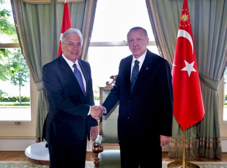 Μεταναστευτικό και ευρωτουρκικές σχέσεις στο επίκεντρο της συζήτησης Αβραμόπουλου - Ερντογάν | tanea.gr