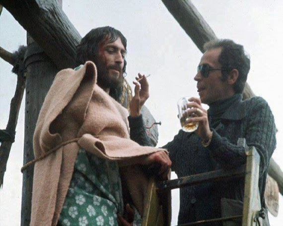 Τζεφιρέλι: Όταν άφησε τον «Ιησού» δεμένο για ώρες στον σταυρό   tanea.gr