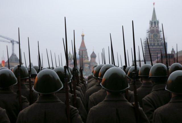 Η Ρωσία μεταφέρει στρατό στα σύνορα με την Πολωνία | tanea.gr
