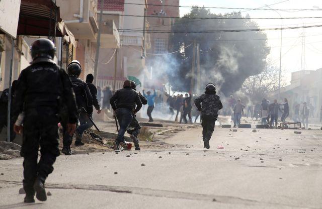 Τυνησία: Πέντε τραυματίες από επίθεση καμικάζι | tanea.gr