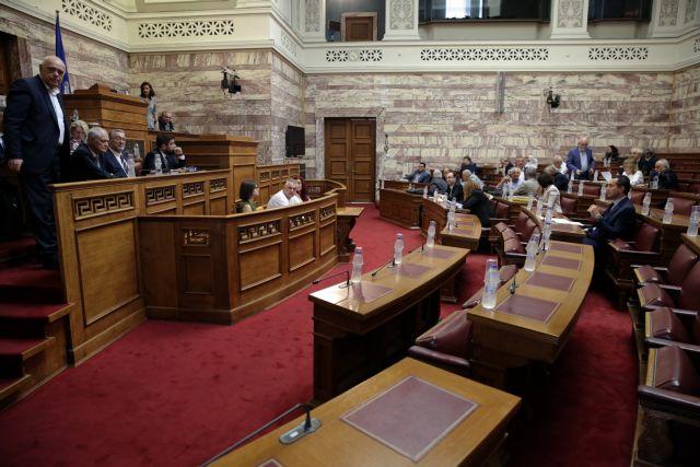 Βουλή: Αντιδράσεις και αποχωρήσεις των κομμάτων | tanea.gr