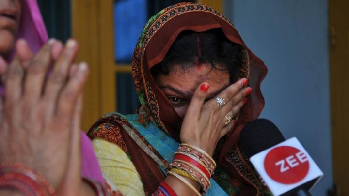 Ινδία: Ξύρισαν το κεφάλι μητέρας και κόρης επειδή αντιστάθηκαν σε απόπειρα βιασμού | tanea.gr