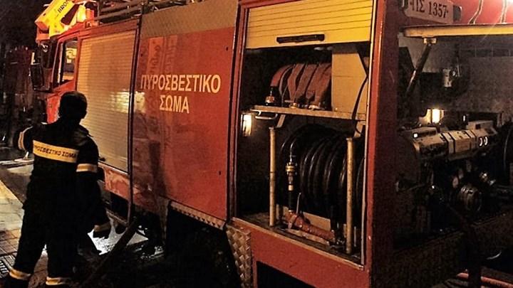Στις φλόγες σταθμευμένα αυτοκίνητα σε Ασπρόπυργο και Μενίδι | tanea.gr