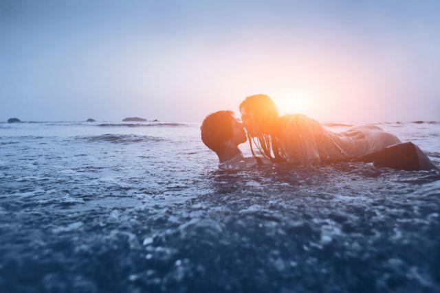 Πώς θα αναζωπυρώσεις τη σχέση σας κατακαλόκαιρο | tanea.gr