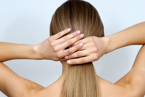 Πώς θα έχεις τέλεια μακριά μαλλιά και μετά τη βουτιά | tanea.gr