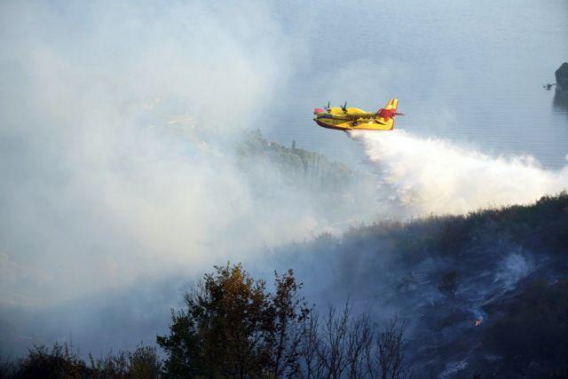 Εκκενώθηκε οικισμός στα Μέγαρα – Μεγάλη φωτιά στο Μαρκόπουλο | tanea.gr