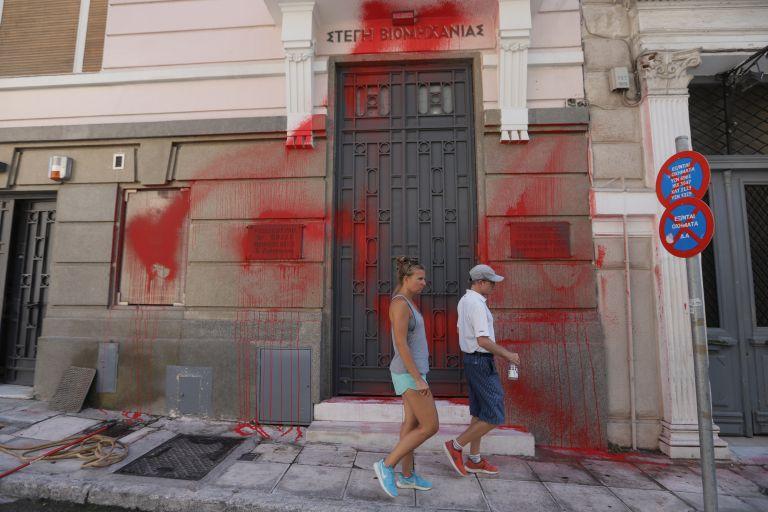 Συνελήφθησαν δύο μέλη του Ρουβίκωνα για την επίθεση στον ΣΕΒ | tanea.gr
