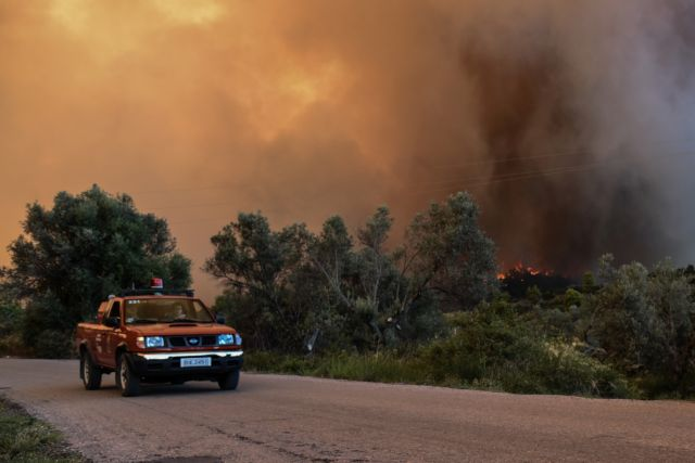 Φωτιά μαίνεται στη Λακωνία | tanea.gr