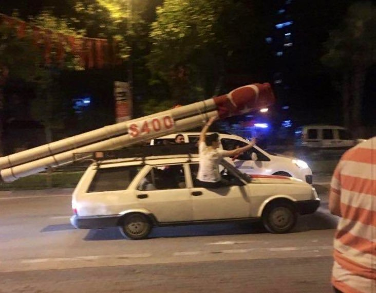 Βγήκαν στους δρόμους οι Τούρκοι και πανηγύρισαν για τους S-400 | tanea.gr