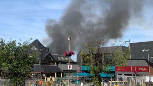 Μεγάλη πυρκαγιά σε εμπορικό κέντρο στο Λονδίνο | tanea.gr