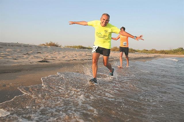 Τρέχοντας πλάι στα κύματα   tanea.gr