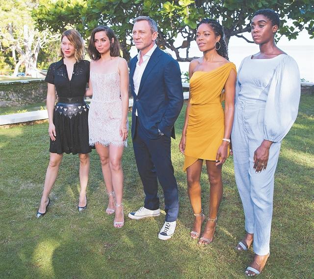 Ο 007 αλλάζει χρώμα και φύλο | tanea.gr