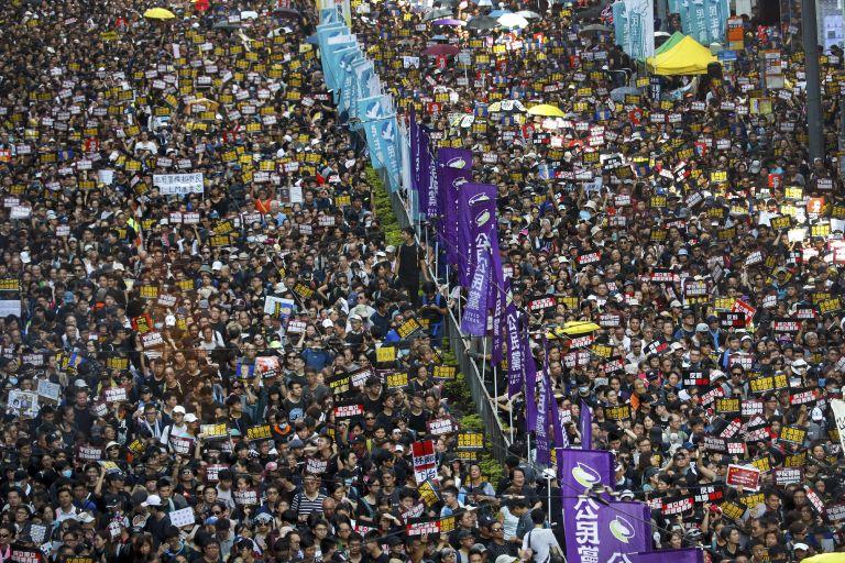 Χονγκ Κονγκ: Χιλιάδες διαδηλωτές στους δρόμους | tanea.gr