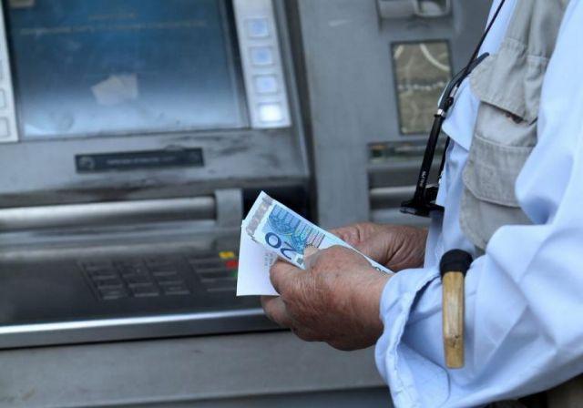 Αναλήψεις από ΑΤΜ: Πότε θα τεθούν σε ισχύ οι νέες χρεώσεις | tanea.gr