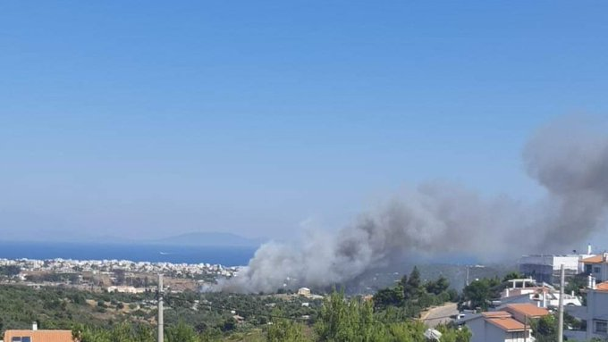 Φωτιά στη Ραφήνα: Οι πρώτες εικόνες | tanea.gr