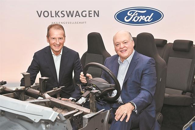 Επεσαν οι υπογραφές συνεργασίας για ηλεκτρικά και αυτόνομα οχήματα | tanea.gr