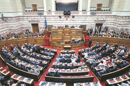 Τι αλλάζει στους φόρους και πότε | tanea.gr