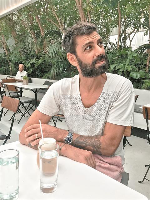«Πόσοι μπορούν πια να δώσουν 50.000 ευρώ για να ντυθούν;»   tanea.gr