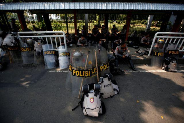 Ινδονησία: Συνελήφθη ο ηγέτης του δικτύου που συνδέεται με την Αλ Κάιντα   tanea.gr