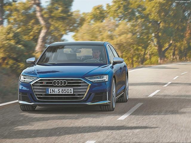 Πύραυλος πολυτελείας το Audi S8 | tanea.gr