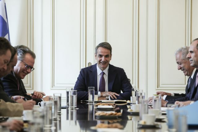 Mitsotakis, Avramopoulos discuss migration, six government priorities | tanea.gr