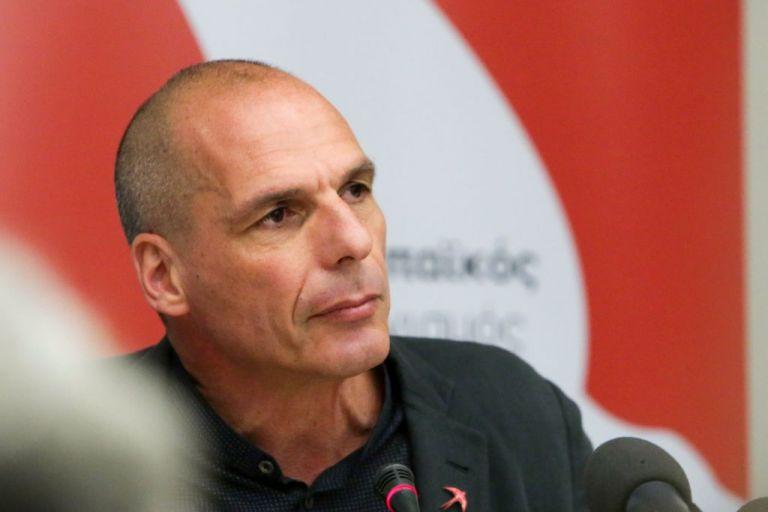 Τι λέει ο Βαρουφάκης για τον καβγά στο Σαρλ ντε Γκωλ | tanea.gr