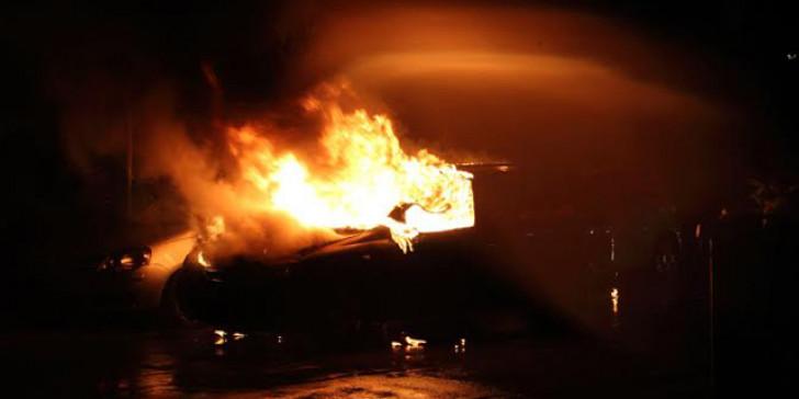Εμπρηστική επίθεση στο Νέο Ηράκλειο - Ζημιές σε 4 οχήματα | tanea.gr