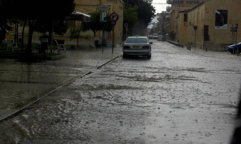 Στο έλεος της κακοκαιρίας Αχαΐα και Ναυπακτία: Πλημμύρες, εγκλωβισμοί, καταστροφές | tanea.gr