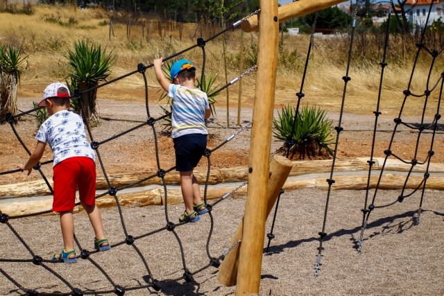 Εγκαινιάστηκε νέα παιδική χαρά στο Μάτι – Προσπάθεια για επιστροφή στην κανονικότητα | tanea.gr
