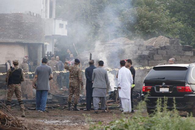 Τραγωδία στο Πακιστάν: Συνετρίβη στρατιωτικό αεροσκάφος- 17 νεκροί | tanea.gr