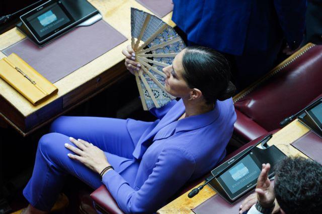 Οι δύο πιο φίνες και στιλάτες κυρίες της νέας Βουλής σε μία φωτογραφία | tanea.gr
