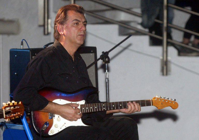 Πέθανε ο κιθαρίστας και συνθέτης Γιάννης Σπάθας   tanea.gr