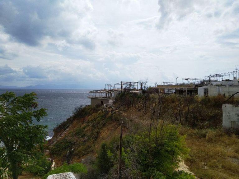 Μάτι ένα χρόνο μετά: Τι άλλαξε στη νεκρή πόλη (εικόνες) | tanea.gr
