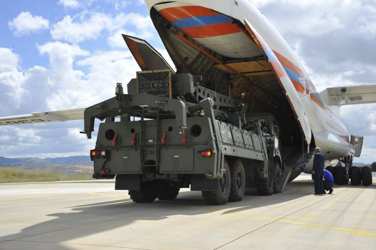 Οι πρώτες εικόνες από την άφιξη των S-400 στην Τουρκία | tanea.gr